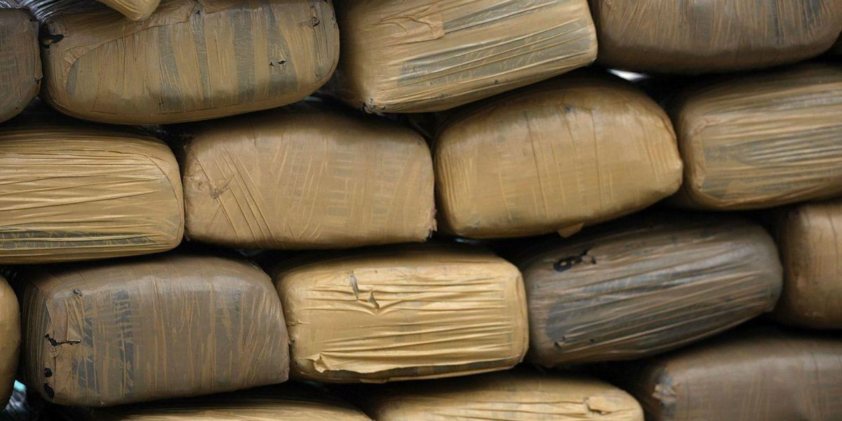 Detienen a dos ecuatorianos y un colombiano con cocaína en aguas del Pacífico