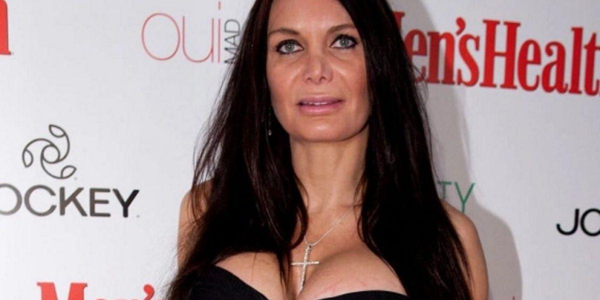 Video: Famosa es desnudada por presentador en pleno programa
