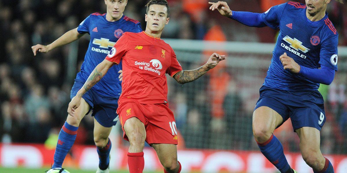 Antonio Valencia jugó todo el clásico Liverpool - Manchester United