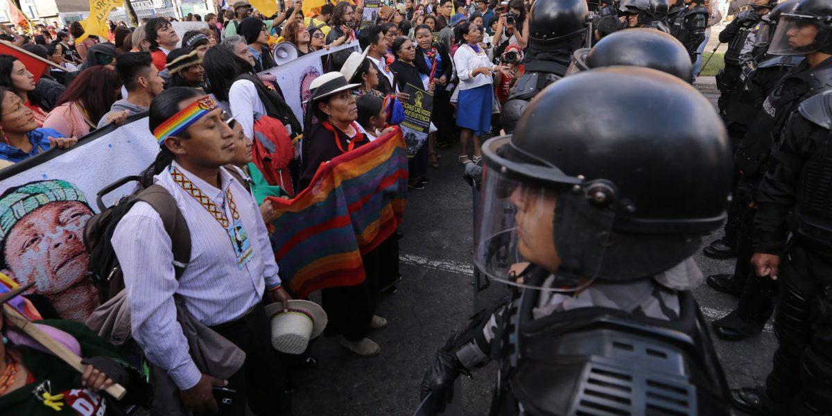 Marcha en contra de Hábitat III fue detenida por la Policía