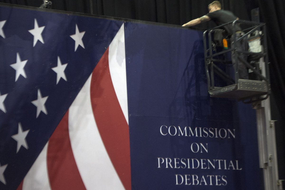 ¿Quién es el hermano de Barack Obama que votará por Trump?. Imagen Por: AFP