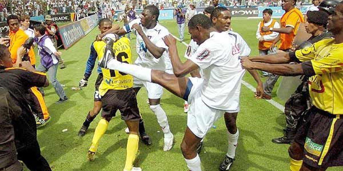 Liga de Quito vs. Barcelona, un historial de incidentes