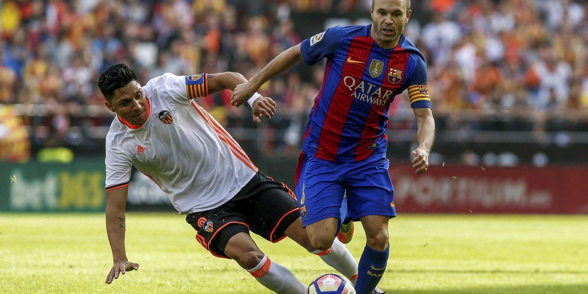 Iniesta se lesionó la rodilla durante el partido del Barcelona y Valencia