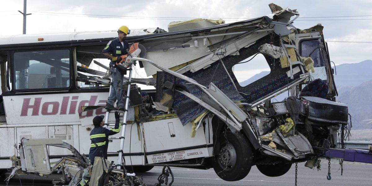 Al menos trece muertos en un accidente de bus en California