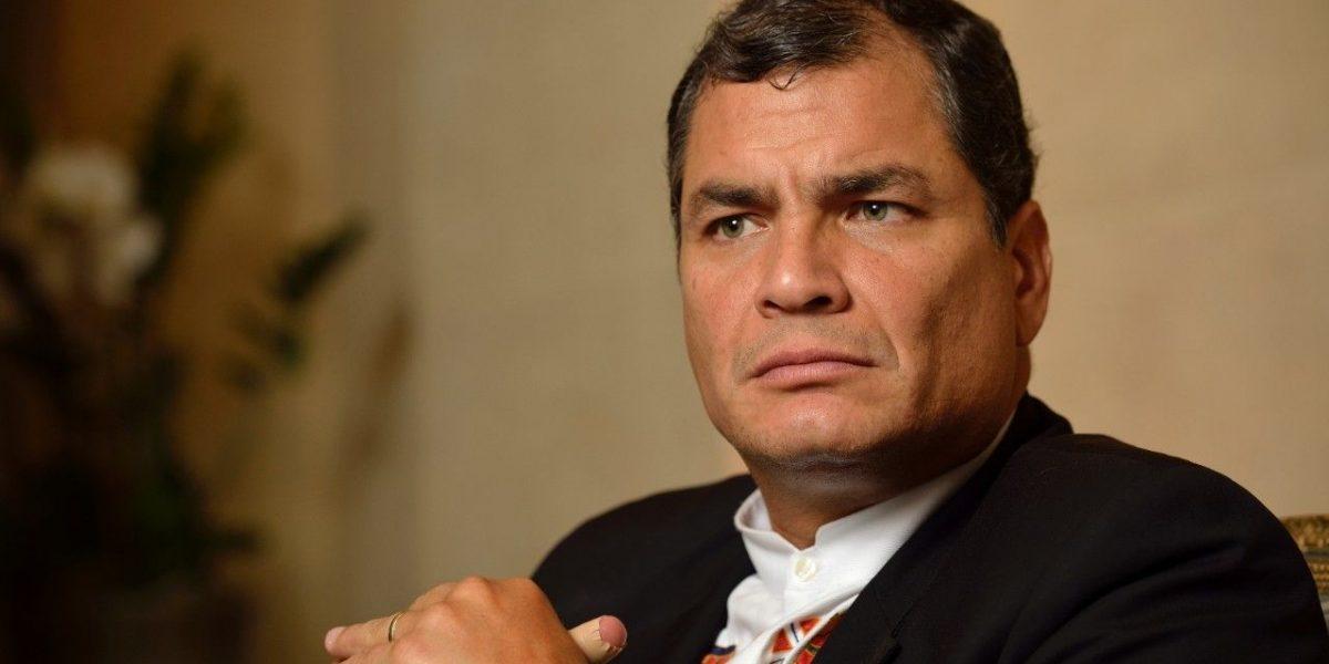 Grupo de transportistas se alejan de Rafael Correa