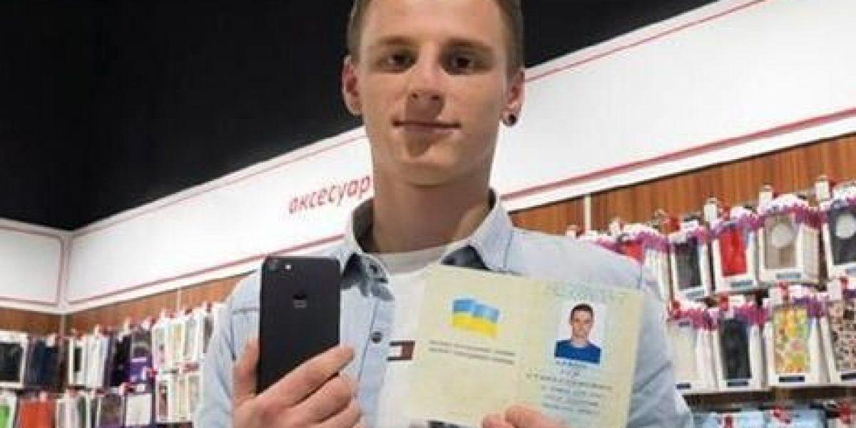 Hombre ucraniano cambia su nombre por el de iPhone 7