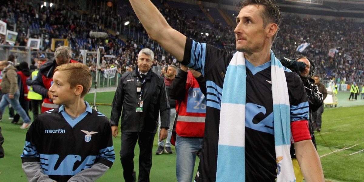 Se retira Miroslav Klose, el hombre que superó a Ronaldo