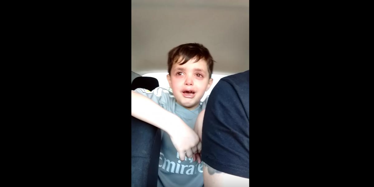 Desconsolado niño que no quería ser arquero se vuelve viral