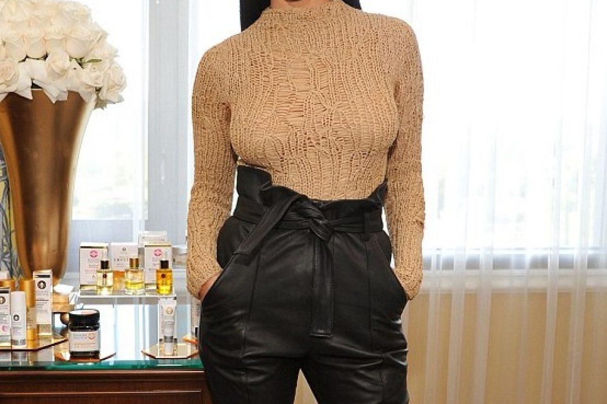 Kourtney Kardashian exhibe su ropa interior con sugerente vestido. Imagen Por: Getty Images