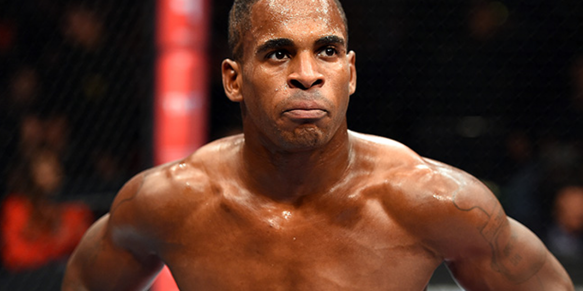 Peleador de UFC entrena a dos estrellas de cine para adultos
