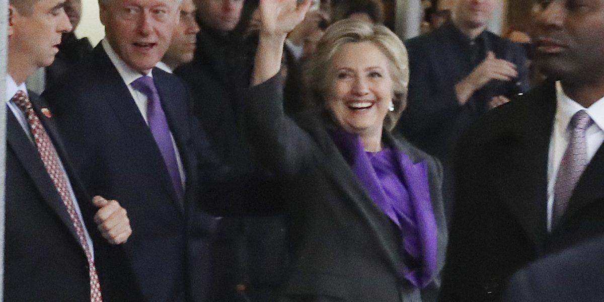 Hillary Clinton pide dar a Trump una oportunidad de liderar el país