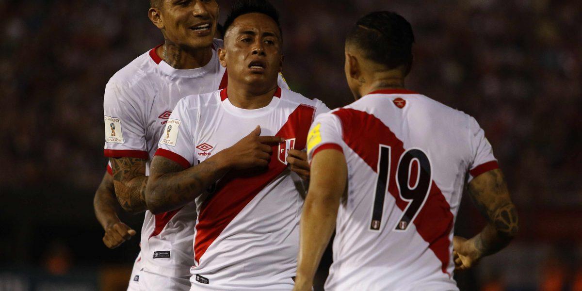 Perú remontó y goleó a Paraguay 4-1