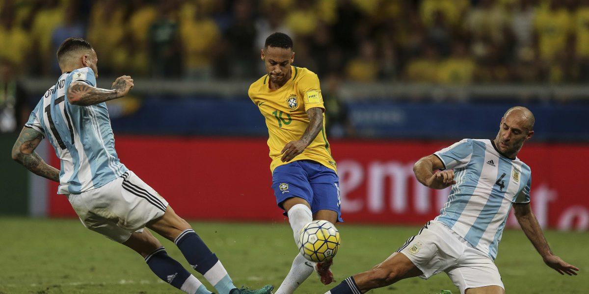 Brasil goleó a Argentina y sigue líder