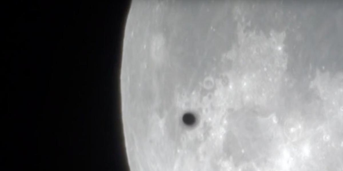 Hallan extraños objetos que sobrevolaron la superluna