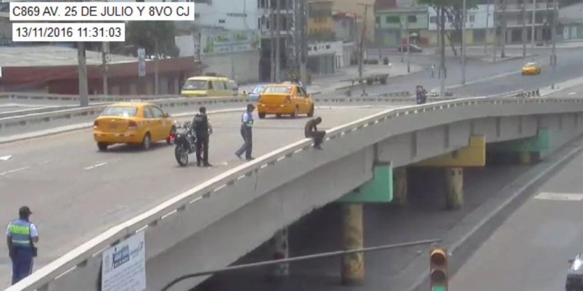 Dos hombres que se intentaron suicidar en Guayaquil, rescatados