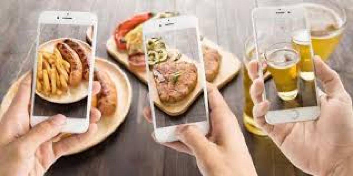 La comida sabe mejor cuando la compartes en redes sociales