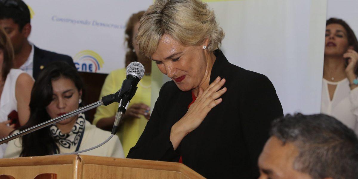 Cynthia Viteri inscribió su candidatura en el CNE