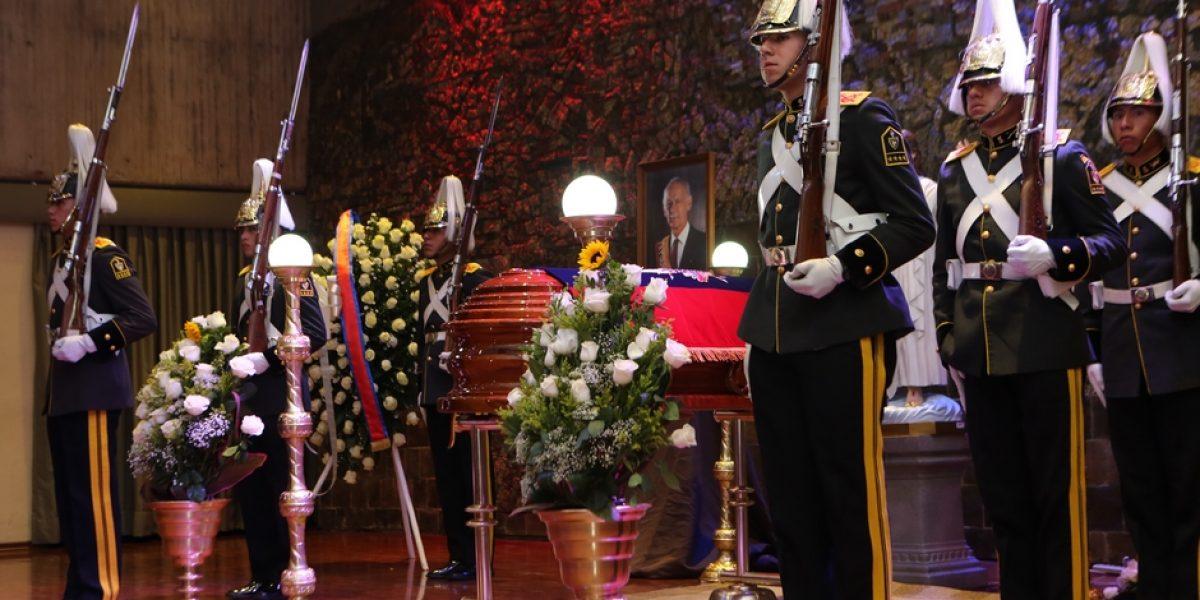 Sixto Durán Ballén es velado en el Salón de la Ciudad en Quito