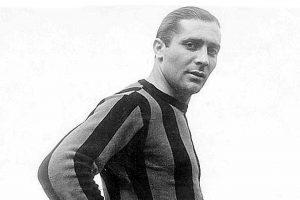 Giuseppe Meazza: No por nada el estadio de Inter de Milán lleva su nombre. Es un ídolo de los lombardos y también en Italia, con quien ganó el Mundial de 1934. Murió de cirrosis hepática.. Imagen Por: