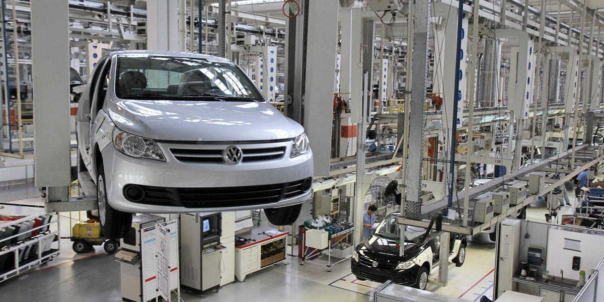 Volkswagen recorta 30.000 empleos para ahorrar 3.700 millones de euros al año