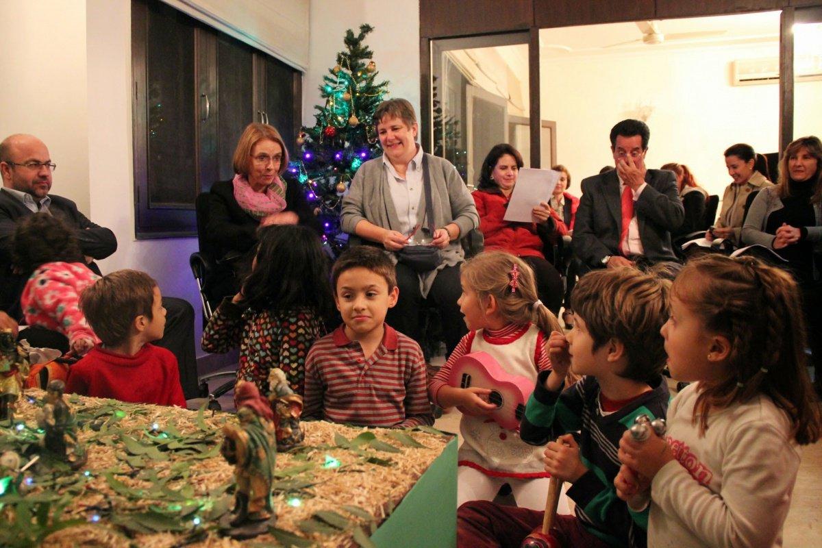 Resultado de imagen de navidad familia rezando