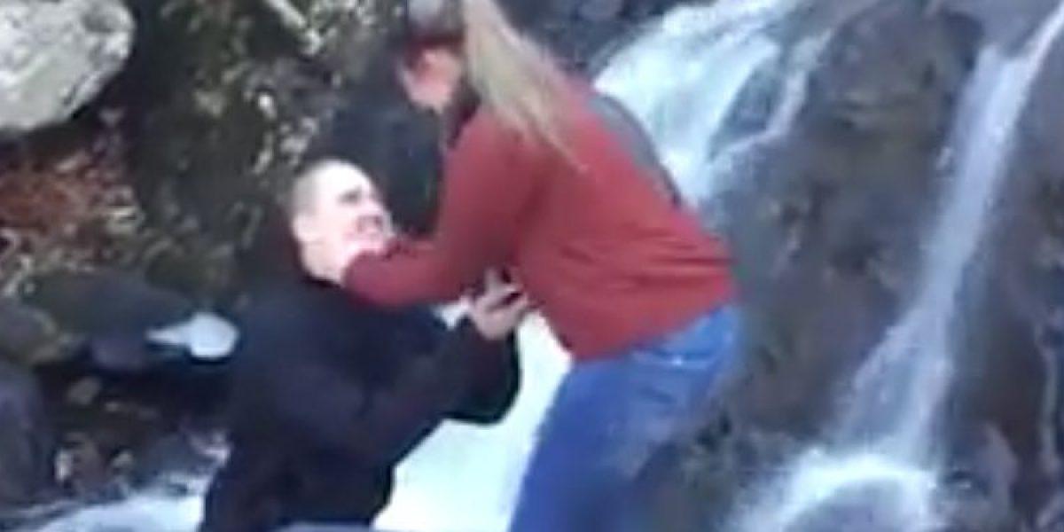 Matrimonio Accidente : Propuesta de matrimonio termina en accidente al caerse el