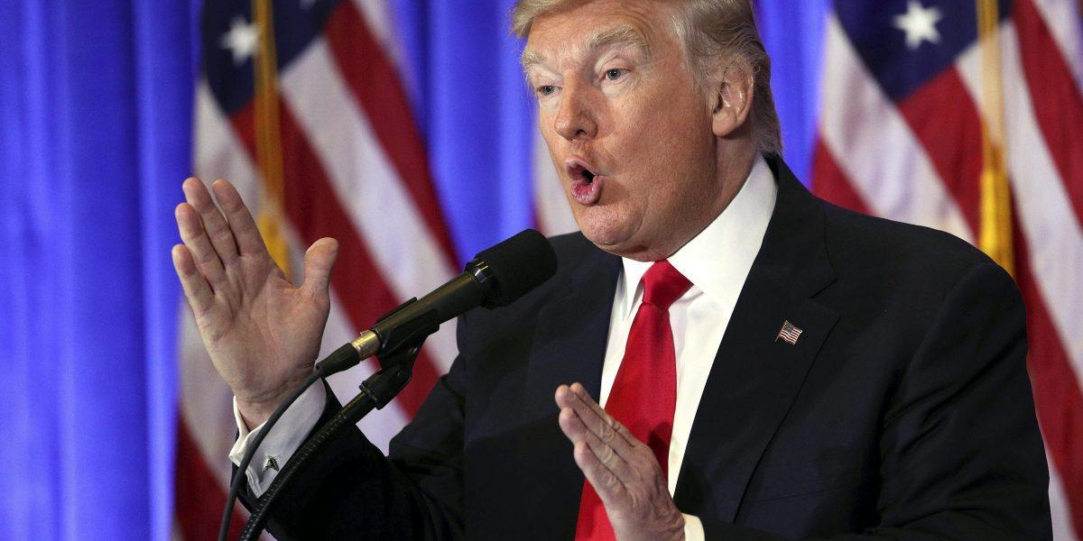 La Casa Blanca de Trump ya tuitea en español