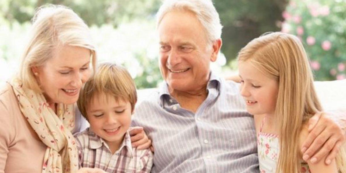 Resultado de imagen para Abuelos que cuidan