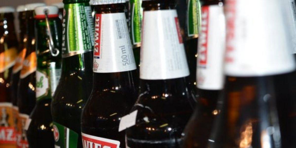 Hombre fue multado por consumir cerveza sin alcohol en la calle en Medellín