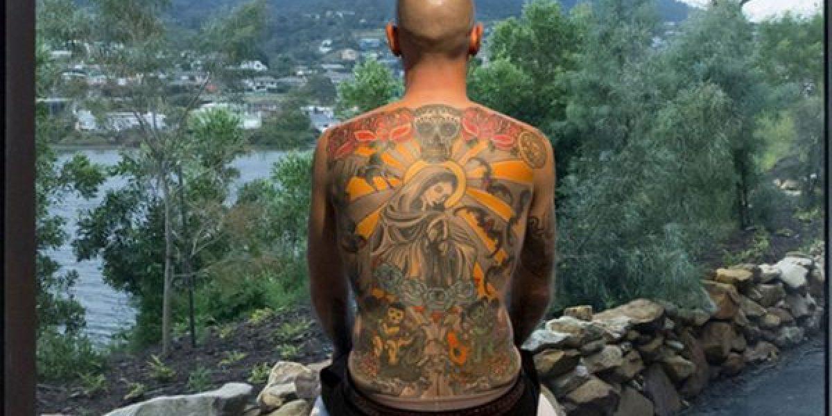 Aceptó que le arranquen la piel cuando muera para vender sus tatuajes a un coleccionista