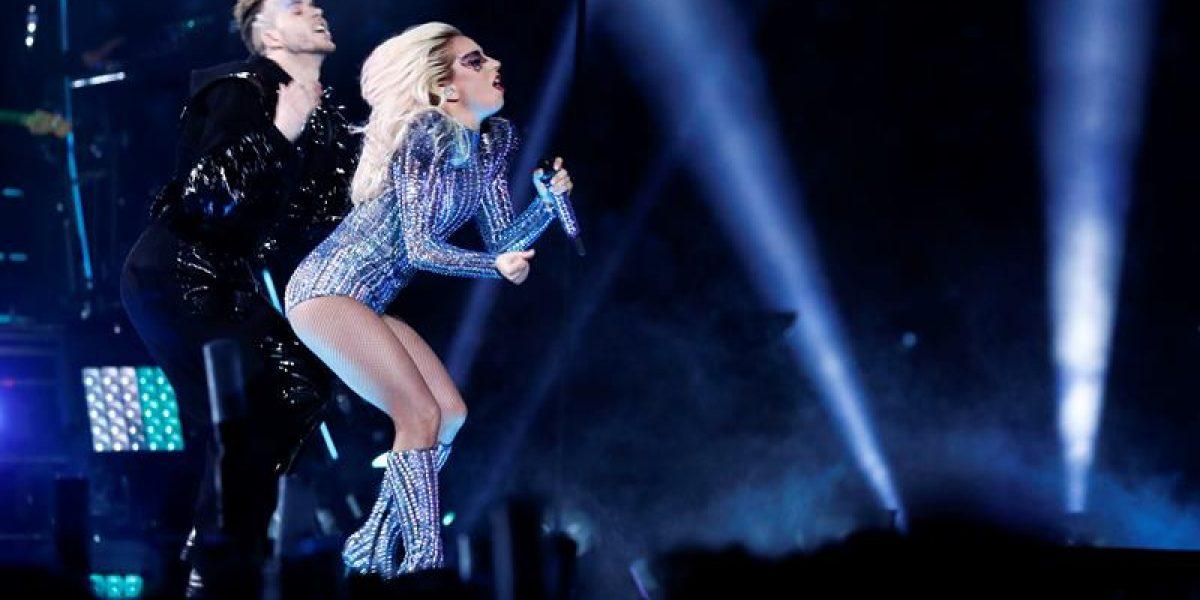 Lady Gaga deslumbra en el medio tiempo del Super Bowl