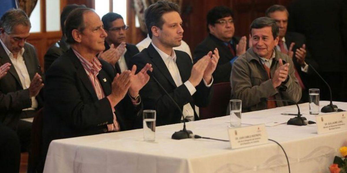 Refugiados colombianos reclaman ser escuchados en mesa Gobierno-ELN en Quito