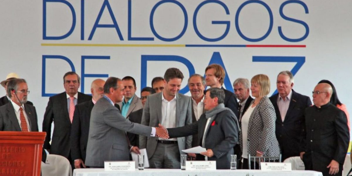 Ecuador aboga por procesos de paz con todos grupos armados en Colombia