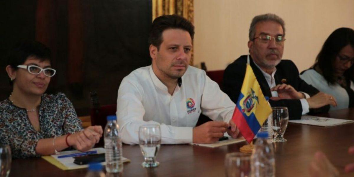 Canciller ecuatoriano cumple agenda en defensa de migrantes en EEUU