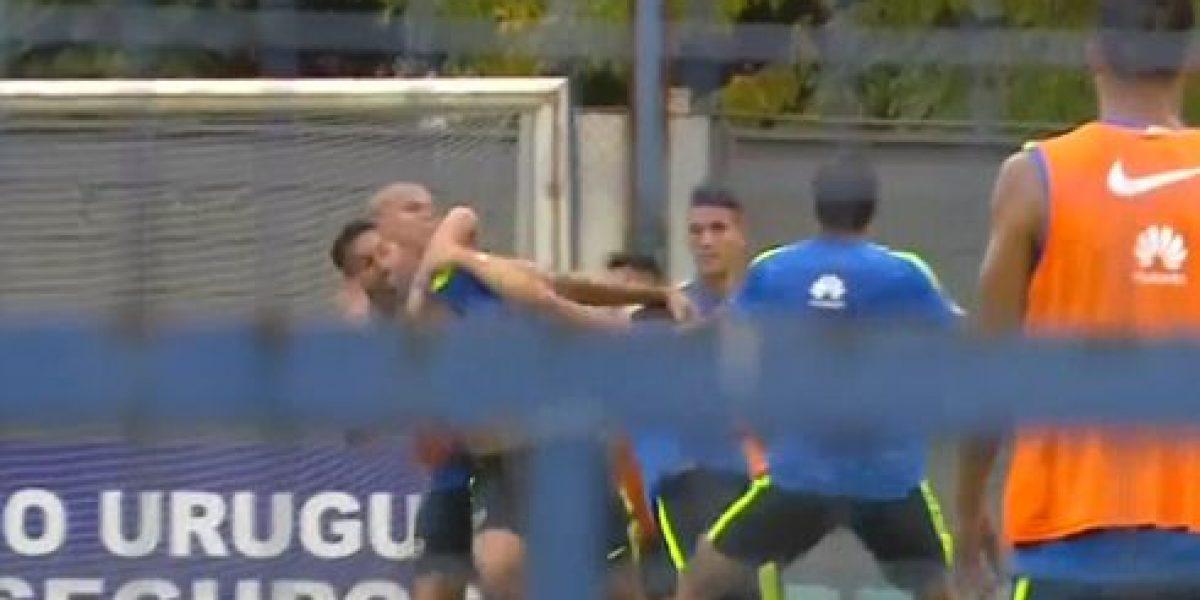 Dos jugadores de Boca Juniors se van a los golpes