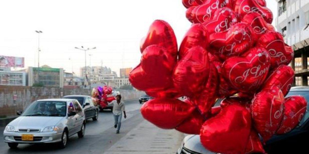 Las prohibiciones no pueden con San Valentin en Pakistán