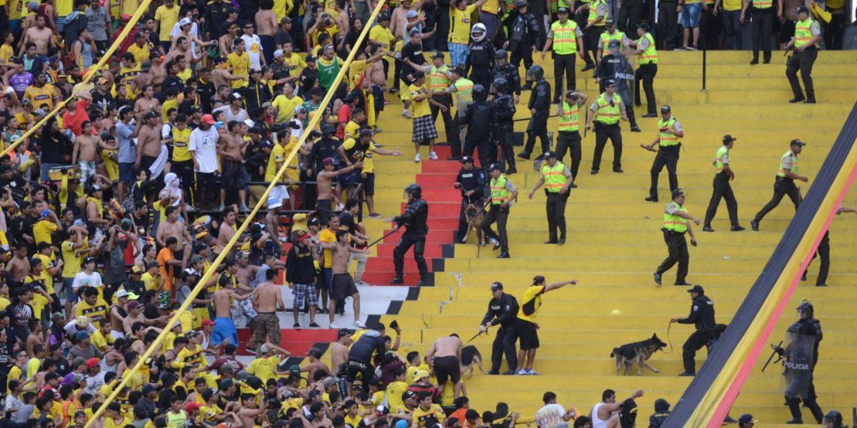 Sur Oscura marcha y pide perdón para ver a Barcelona SC