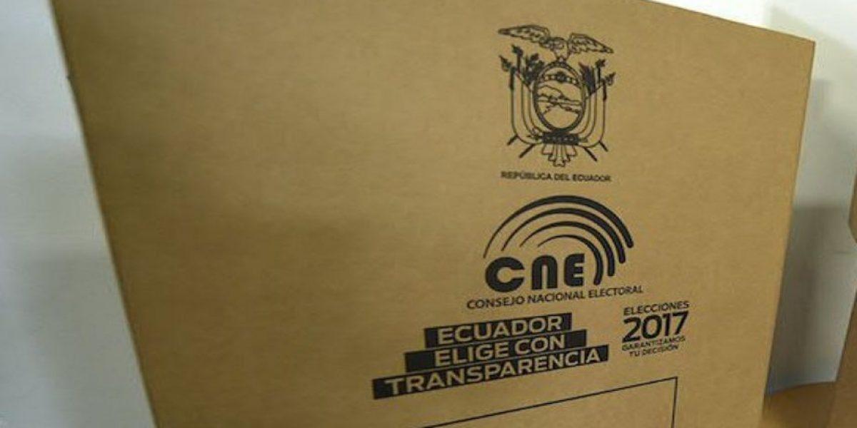 Ecuatorianos reflexionan por quién votarán