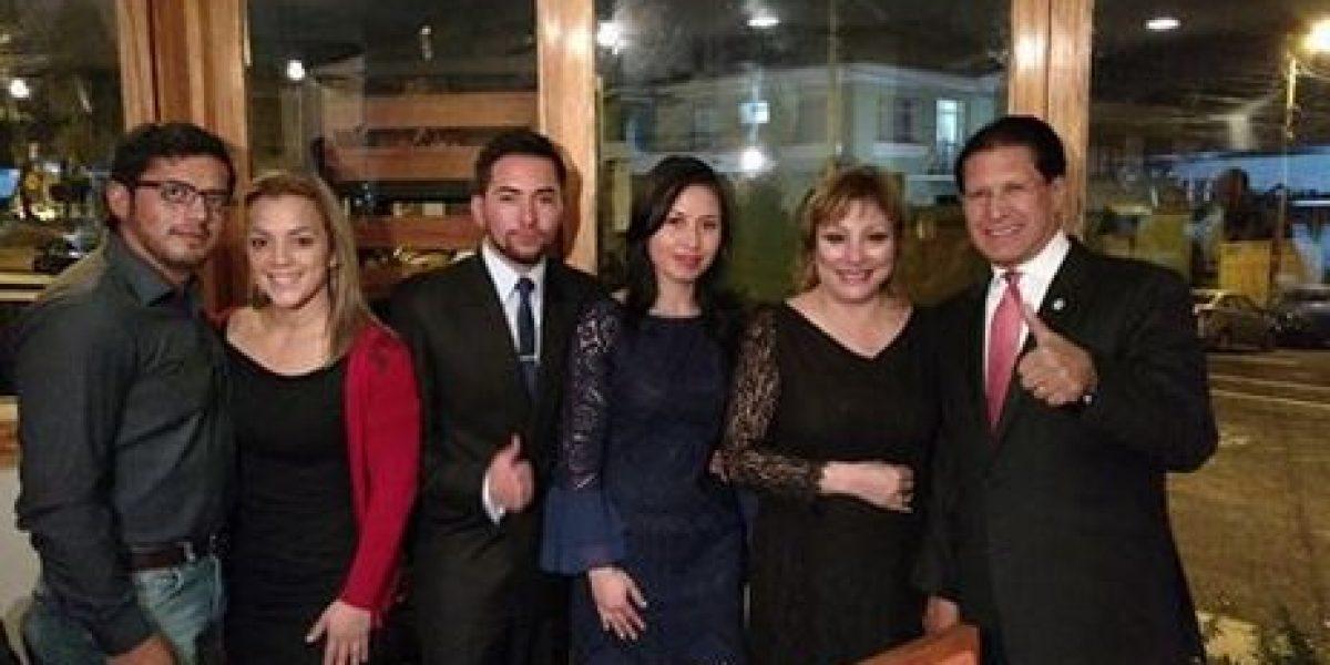 Washington Pesántez cenó con los ganadores de la cena romántica