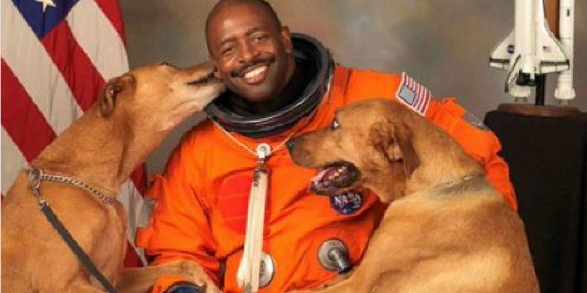 Cómo logró un astronauta que sus perros estén en la foto oficial de la NASA