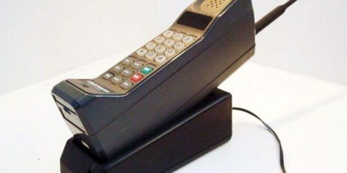 ¿Cuál fue el primer teléfono celular que se lanzó al mercado?