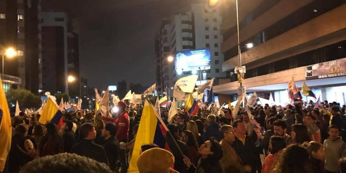 Manifestación en las afueras del CNE
