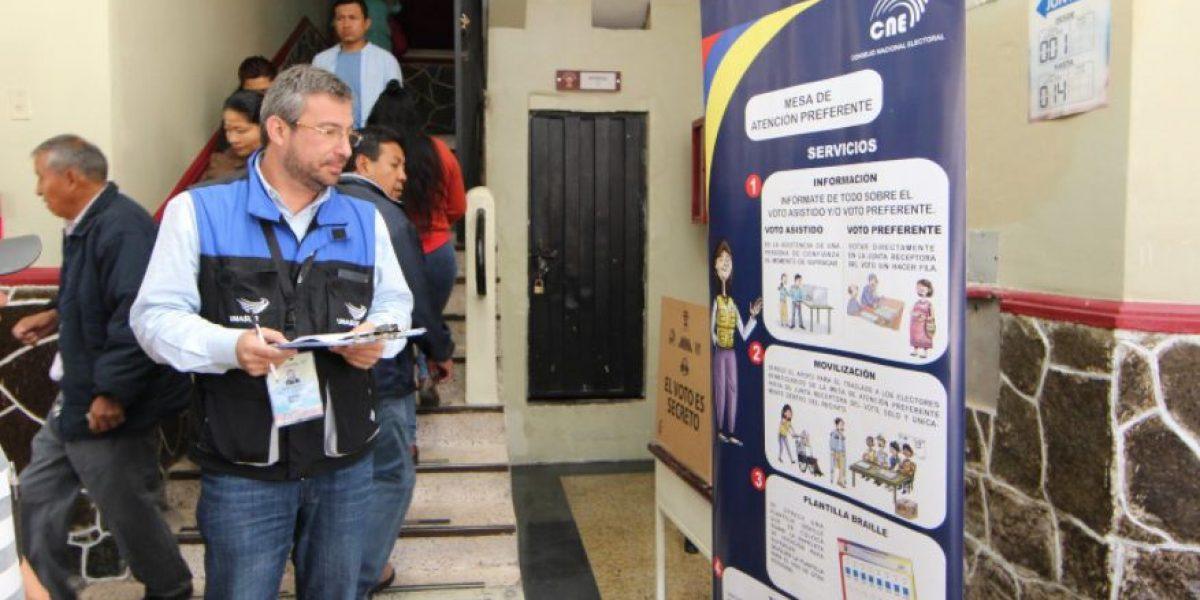 Observadores de la Unasur identifican inconvenientes en recintos electorales