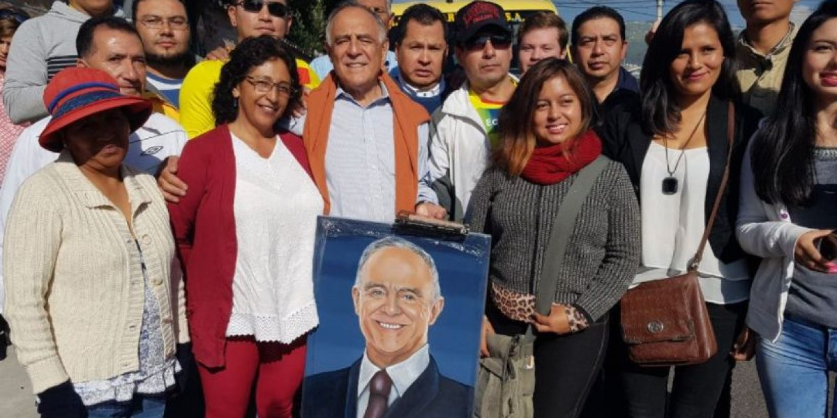 Paco Moncayo ejerció su derecho al voto en Conocoto