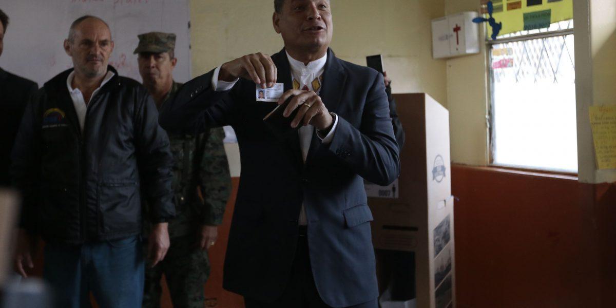 Correa critica actitud de dos políticos extranjeros ante elecciones