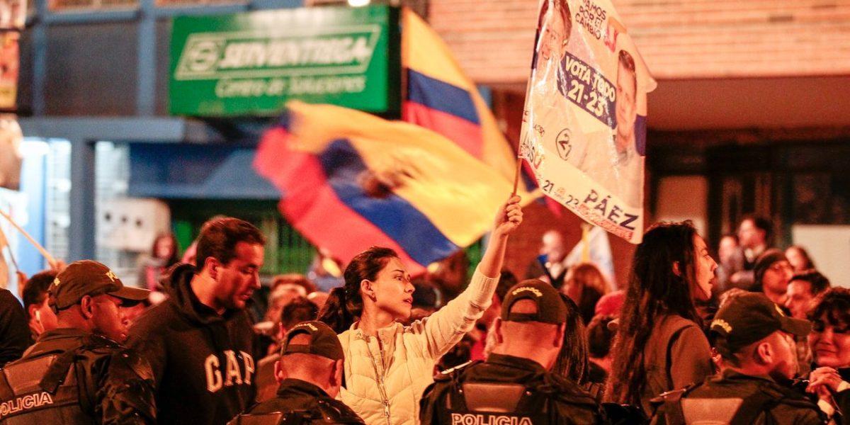 Manifestantes se concentran en el CNE de Quito