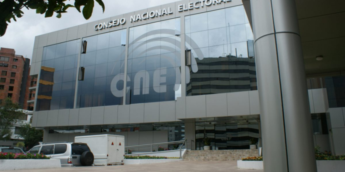 Bomba panfletaria detonó cerca al CNE de Guayaquil