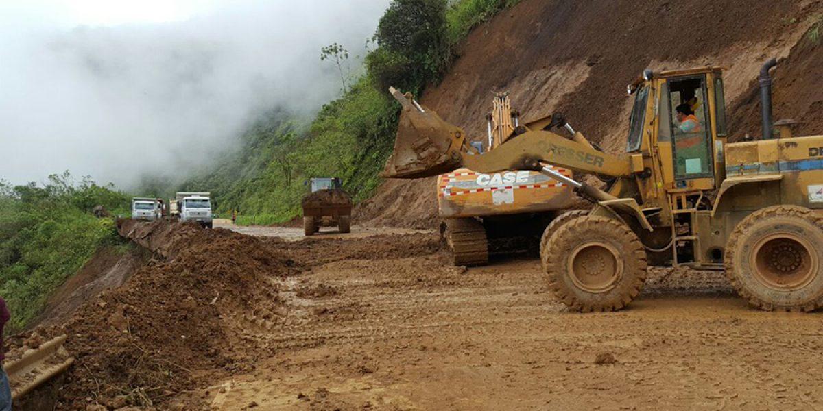 Derrumbe en la vía Cuenca- Molleturo  inhabilita paso vehicular