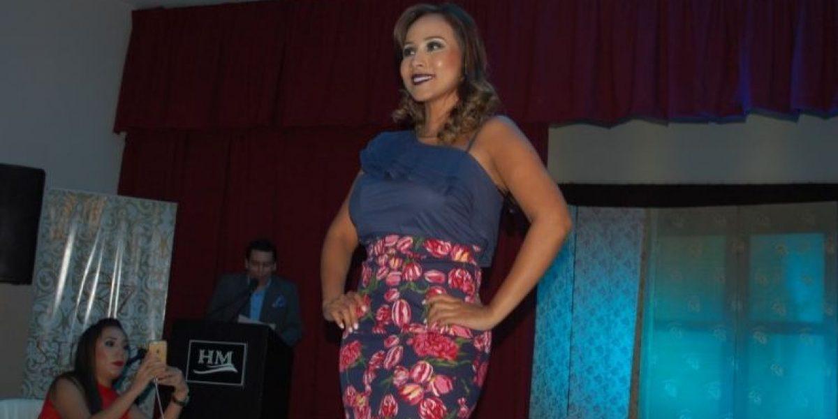 Exjueza Lorena Collantes desfiló su marca de ropa