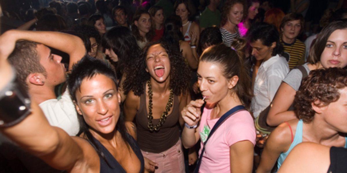Discoteca ofrece 106 d lares a las mujeres que asistan sin for Chicas guapas en ropa interior